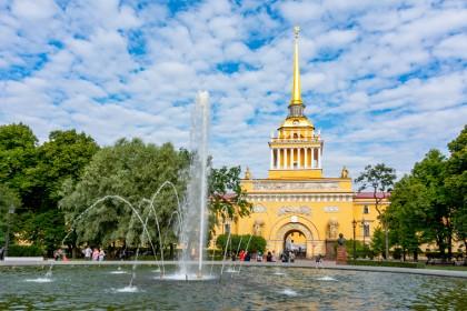 Фонтан у Адмиралтейства в Александровском саду в СПб