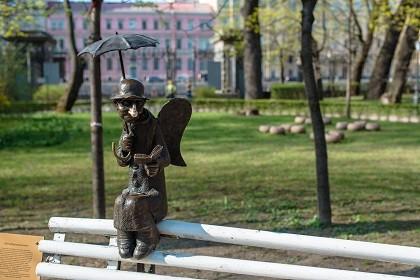 Памятник пожилым людям и старикам
