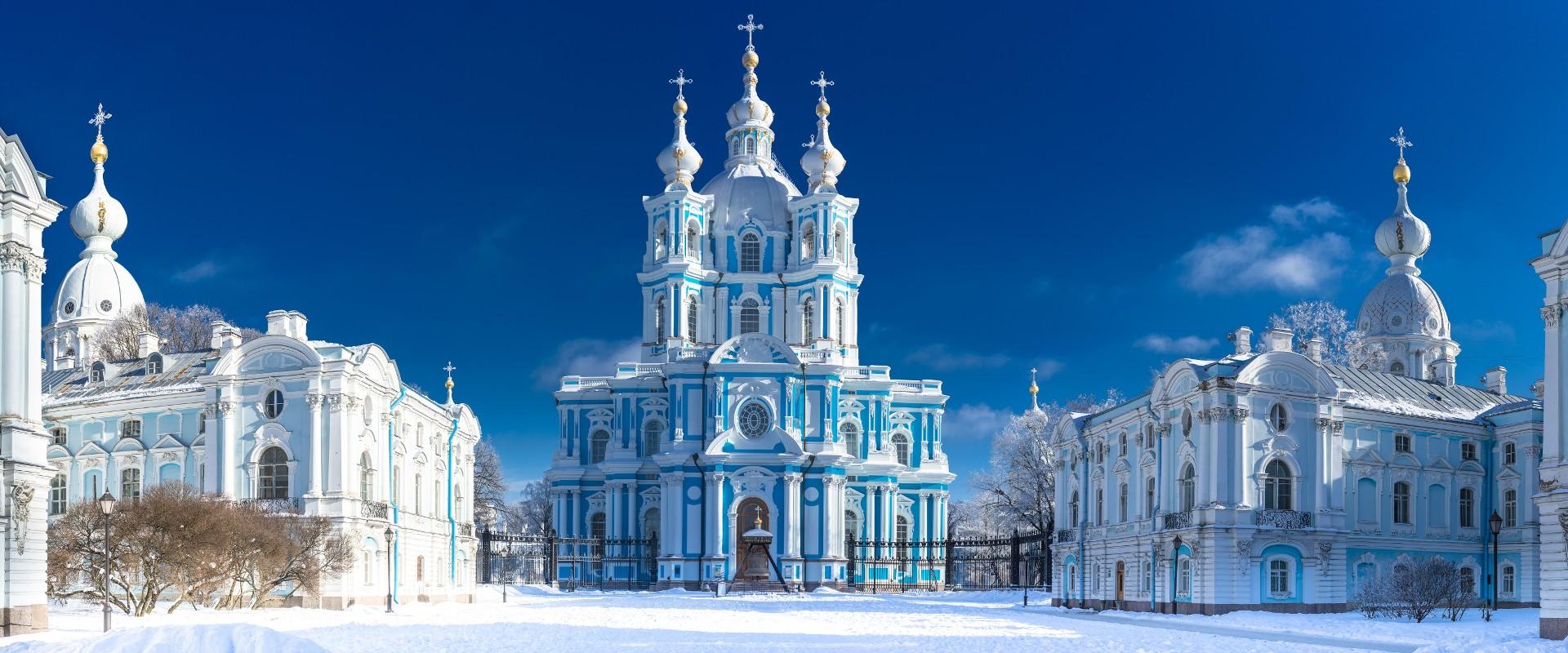 Смольный собор в СПб, где иногда можно бесплатно послушать орган
