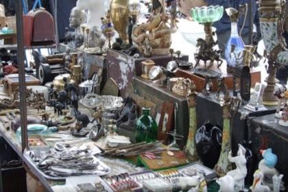 Продажа раритета на Блошином рынке в Петербурге