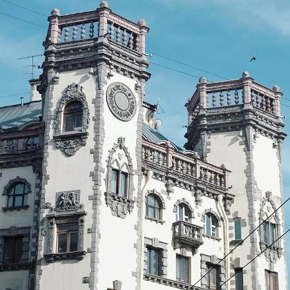 Дом с башнями на Петроградской стороне в СПб