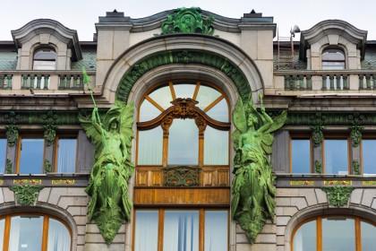 Детали фасада Дома Зингер в СПб