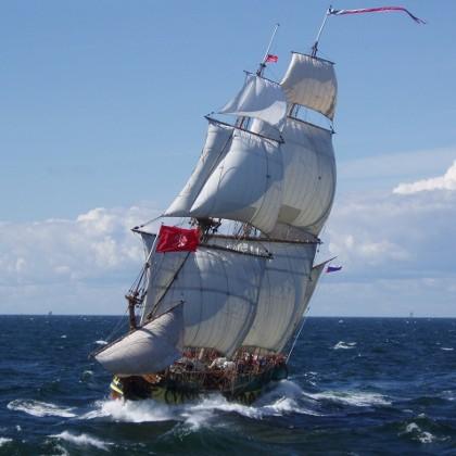 Исторический парусный фрегат «Штандарт»