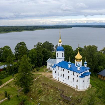 Вид сверху на Иоанно Богословский Череменецкий монастырь в СПб