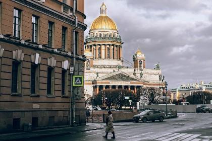 Вид на Исаакиевский собор и площадь