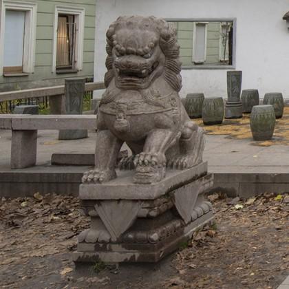 Скульптура ши-цзы в Петербурге