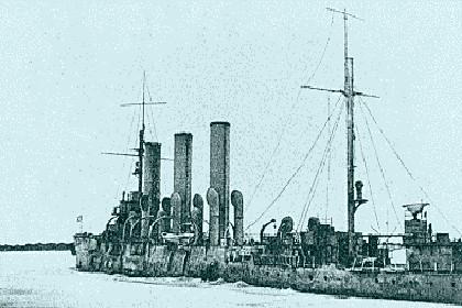 Полузатопленный крейсер «Аврора» в Ораниенбауме 1942 г