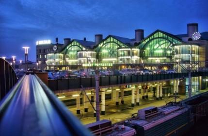 Вид на Ладожский вокзал в СПб в вечернее время