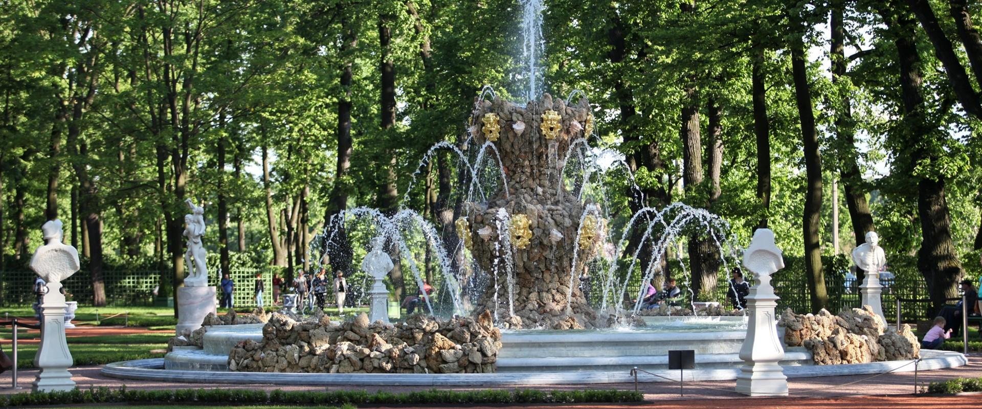 Фонтан в Летнем саду в СПб