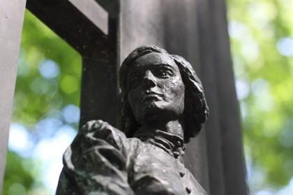 Могила Ольги Берггольц в СПб
