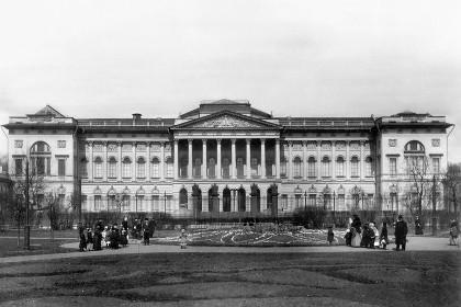Михайловский дворец в 19 веке в СПб