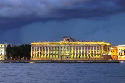 Вид на Мраморный дворец с Невы в СПб
