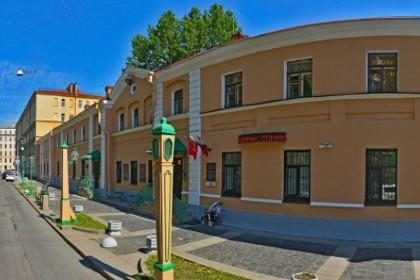 Вид на музей фонарей под открытым небом в СПб