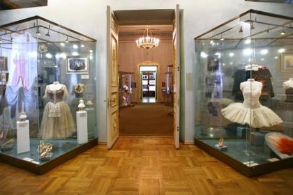 Экспонаты музея театрального и музыкального искусства в СПб