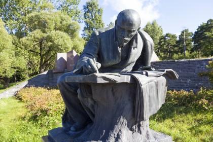 Памятник Ленину в Разливе