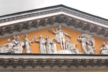 Горельеф «Аполлон на Парнасе» особняка Румянцева