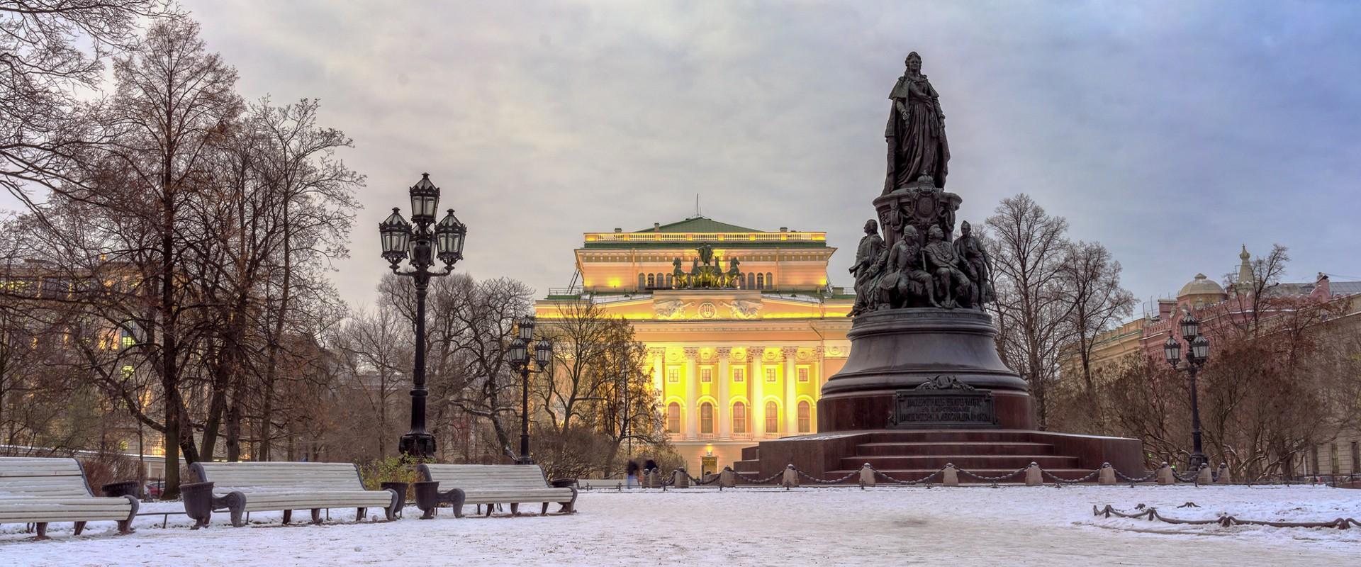 Памятник Екатерине Великой на площади Островского в СПб