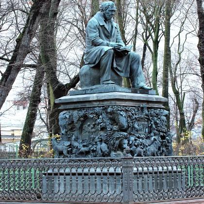 Памятник И.А. Крылову в СПб