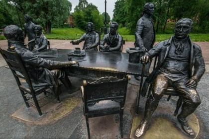 Скульптура зодчие в Александровском парке СПб