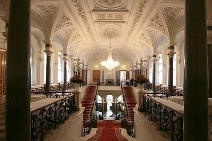 Парадные залы дворца Труда