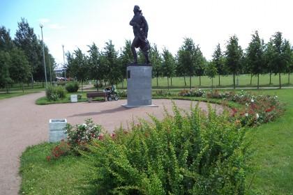 Монумент Франсиско де Миранды в парке 300-летия Петербурга