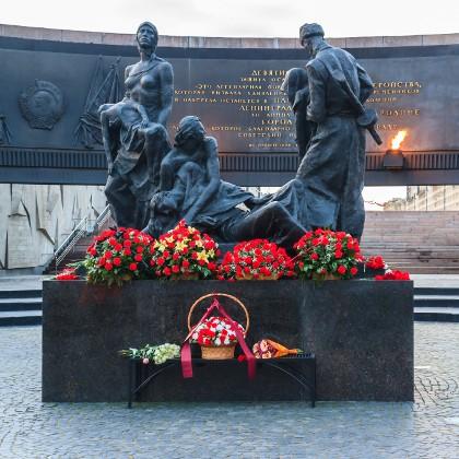 Монумент защитникам Ленинграда, скульптурная группа «Блокада»  в СПб