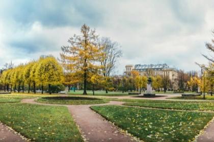 Сад-партер Смольного в СПб