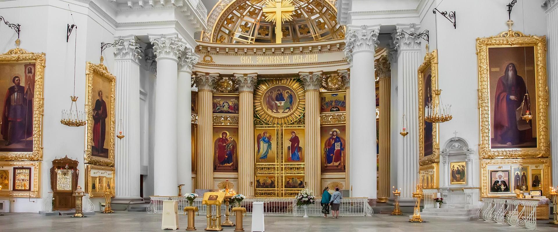 Интерьер Троице-Измайловского собора в СПб