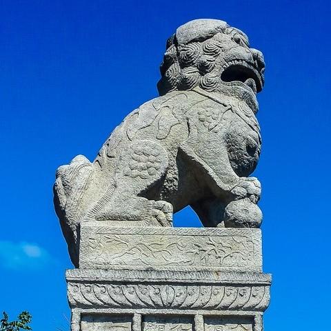 Китайские львы на Петровской набережной