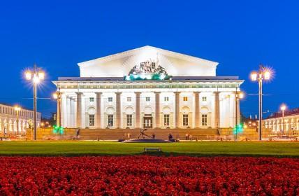 Здание биржи в СПб